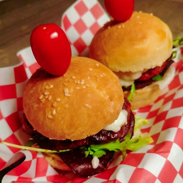 Red Velvet burger (vegetarische burger) | Hamburger Bijbel
